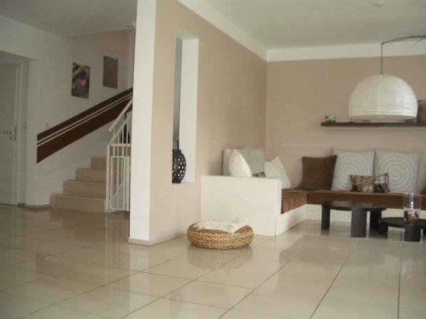 wohnfarben beige creme und braun. Black Bedroom Furniture Sets. Home Design Ideas