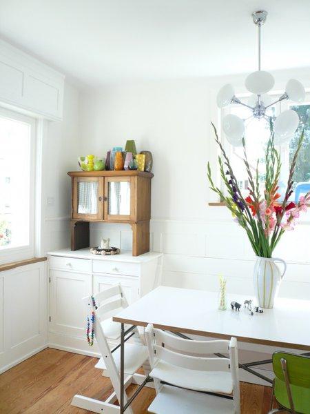 egon eiermann mitglied forelle nutzt den praktikablen eiermanntisch als esstisch. Black Bedroom Furniture Sets. Home Design Ideas