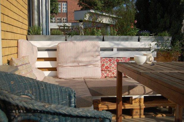 auch bei mitglied cathinca stehen die paletten im freien. Black Bedroom Furniture Sets. Home Design Ideas