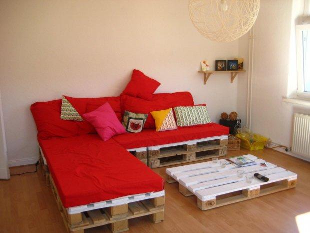 sofa und tisch: mitglied rias hat sich beides aus paletten