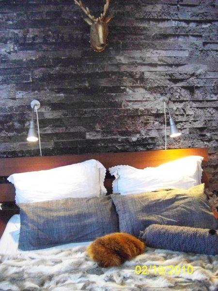 wohnzimmergestaltung schick und rustikal die steinwand. Black Bedroom Furniture Sets. Home Design Ideas