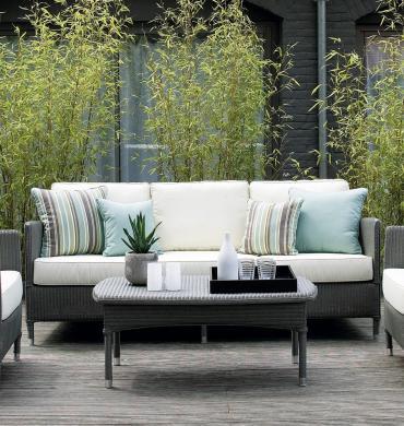 ein wetterfester dreisitzer f r den garten bei diesem outdoor sofa m ssen bei spontanen. Black Bedroom Furniture Sets. Home Design Ideas