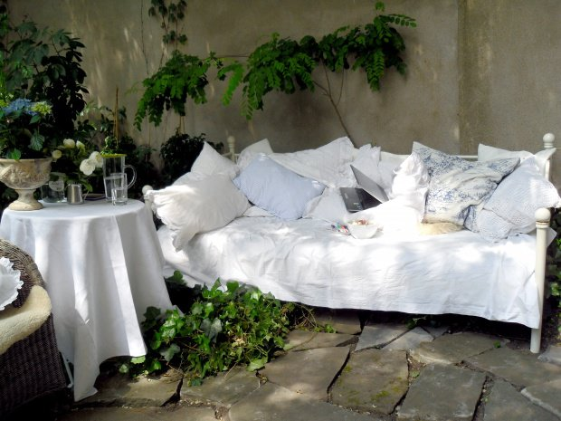 gartendeko f rs grillfest das gartenbett von minza macht. Black Bedroom Furniture Sets. Home Design Ideas