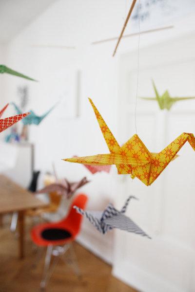 bastelideen mit papier der origami kranich. Black Bedroom Furniture Sets. Home Design Ideas