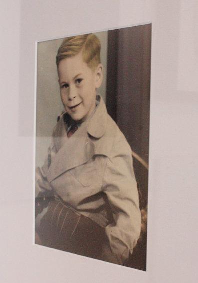 Bilder aufhängen: Opa als kleiner Junge. Ein coloriertes ...