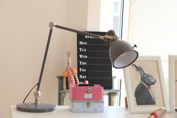 kinderschreibtische ein arbeitsplatz im kleinformat. Black Bedroom Furniture Sets. Home Design Ideas