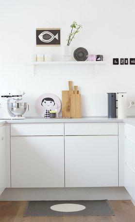 Rosa Tupfer in der Küche