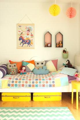 Mädchenzimmer in Frühlingsfarben