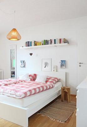 Fröhliches Schlafzimmer und Elas Trauerweide