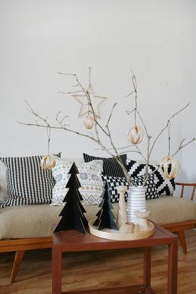 Schwarz-weiß, Holz und Sterne