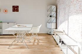 Tisch, Sideboard und Regal