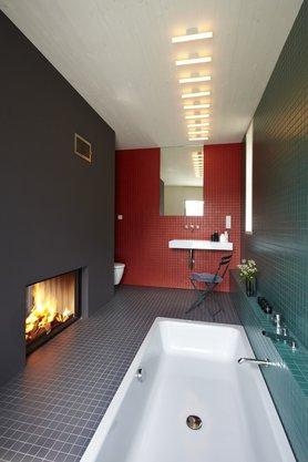 Badezimmer mit Kamin