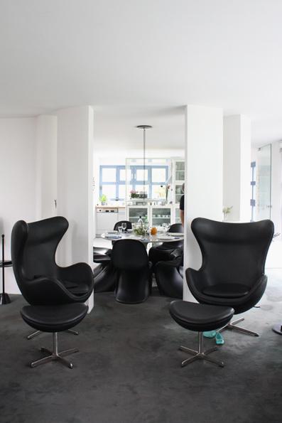 design wohnzimmer on Wohnzimmer Design  Bei Sabeth Komplettieren Zwei Egg Chairs Das Bild