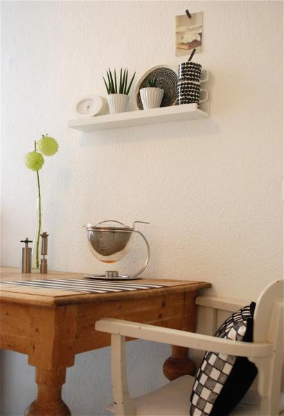 Wandgestaltung mit der Ikea Ribba & Mosslanda Bilderleiste