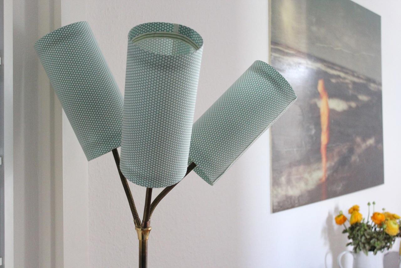 lampenschirme selber machen wie bezieht man einen alten. Black Bedroom Furniture Sets. Home Design Ideas