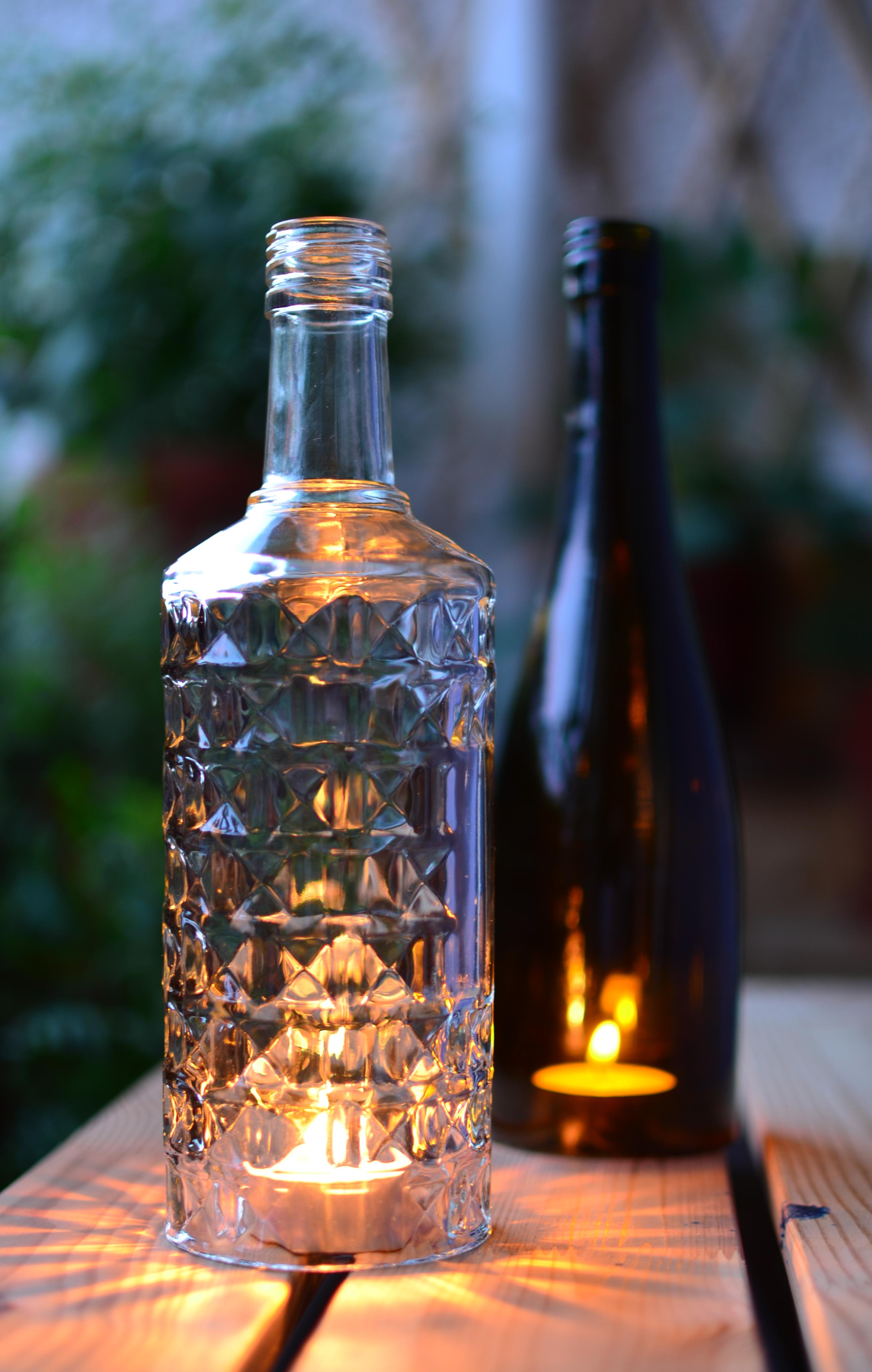 upcycling selbstgemachtes windlicht aus einer alten glasflasche. Black Bedroom Furniture Sets. Home Design Ideas