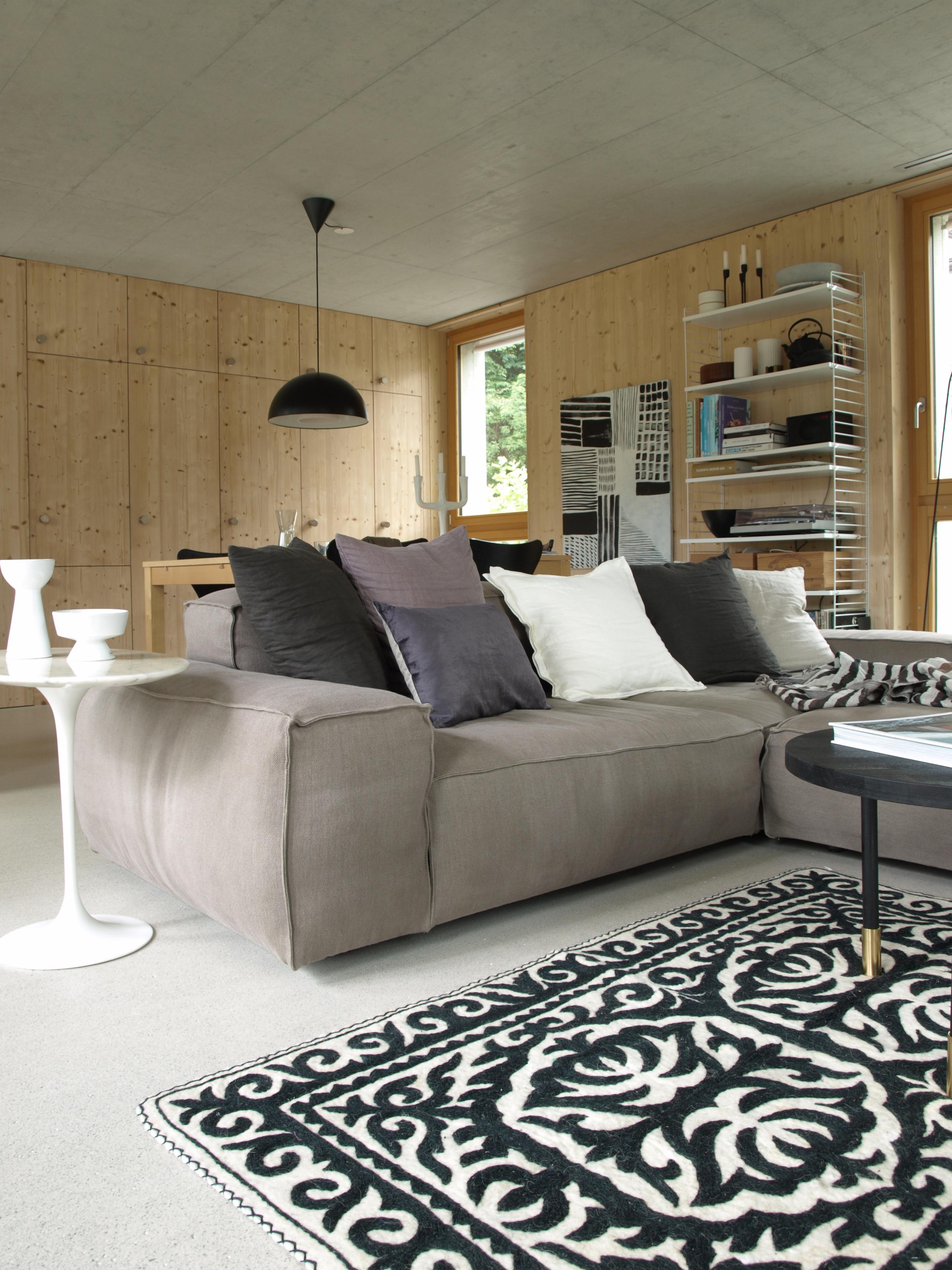 Die fichtenholz verkleidung der w nde ist herausforderung - Ubergardinen wohnzimmer ...
