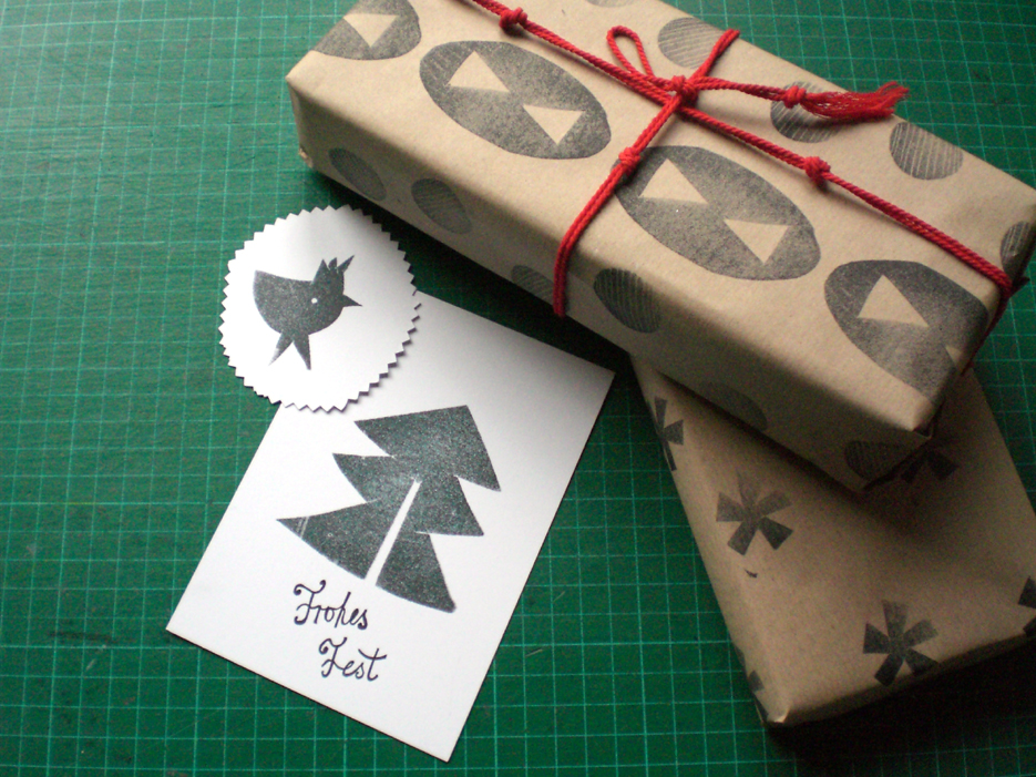 papier und weihnachtskarten mit selber gemachtem stempel. Black Bedroom Furniture Sets. Home Design Ideas