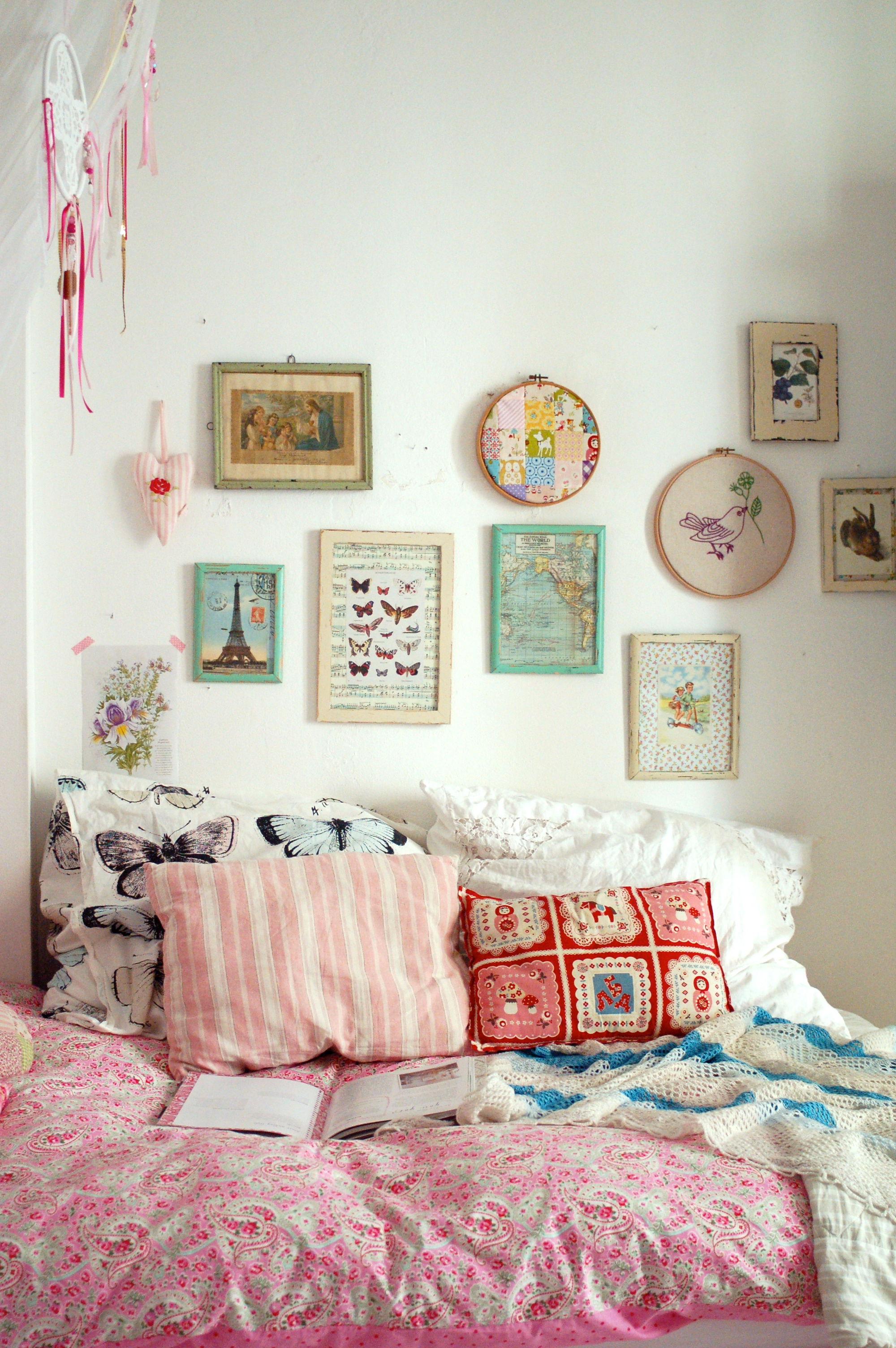 Textilien und accessoires die tupfer im schlafzimmer for Quirky bedroom inspiration