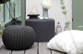 deko ideen f r poufs und strickpoufs. Black Bedroom Furniture Sets. Home Design Ideas