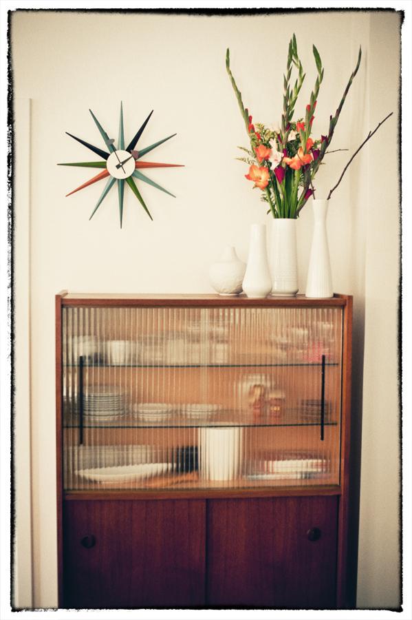 ideen und inspirationen f r wanduhren. Black Bedroom Furniture Sets. Home Design Ideas