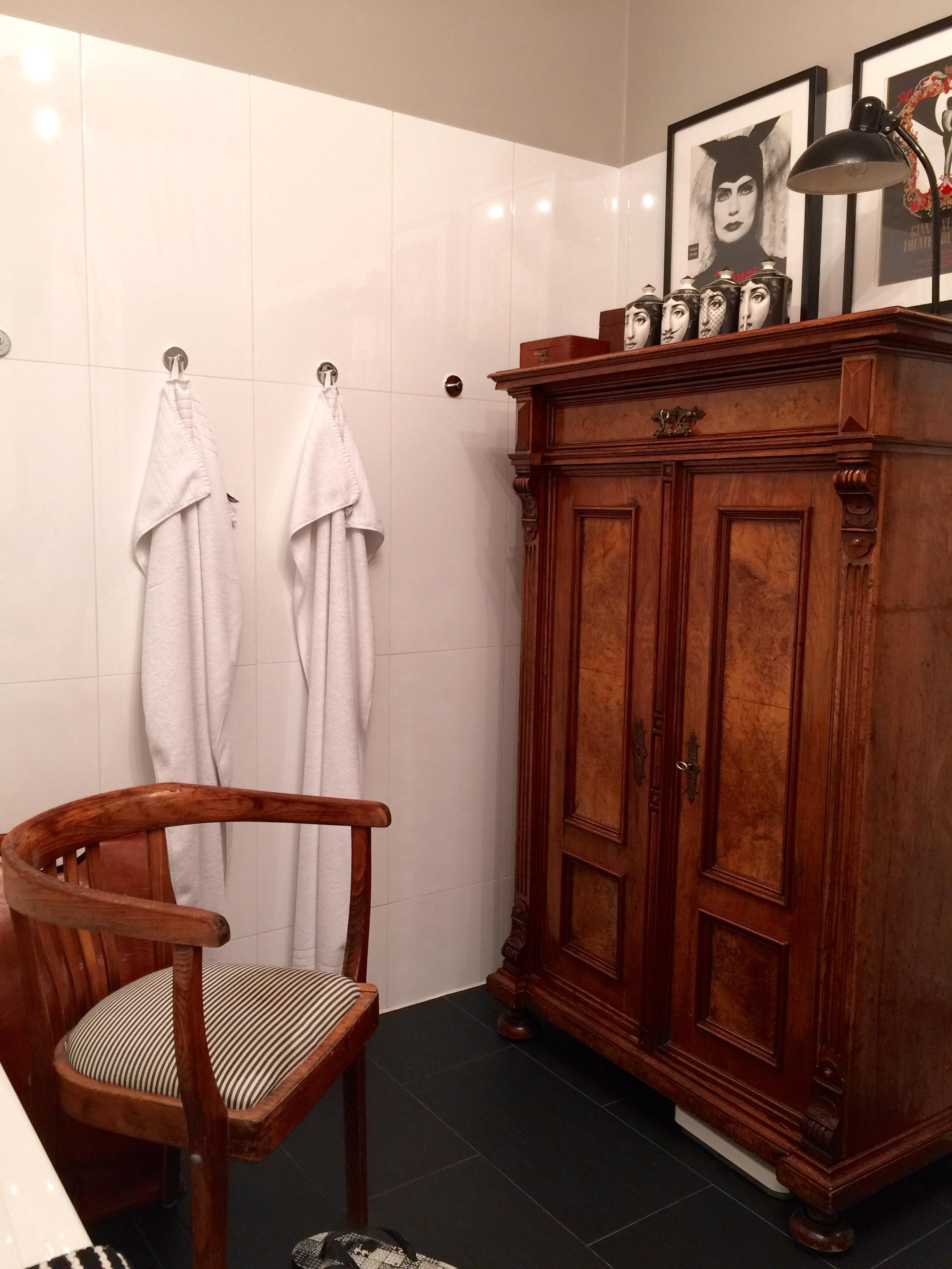 gro e fliegen im badezimmer inspiration design raum und m bel f r ihre wohnkultur. Black Bedroom Furniture Sets. Home Design Ideas