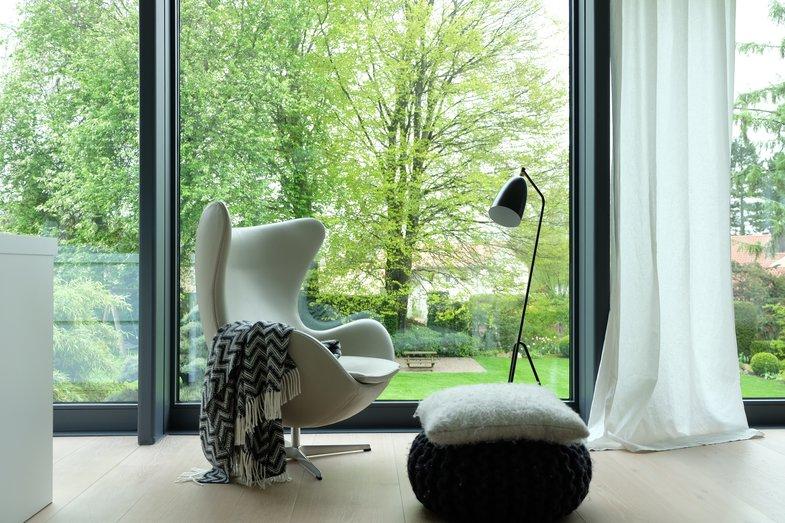 der egg chair von arne jacobsen. Black Bedroom Furniture Sets. Home Design Ideas