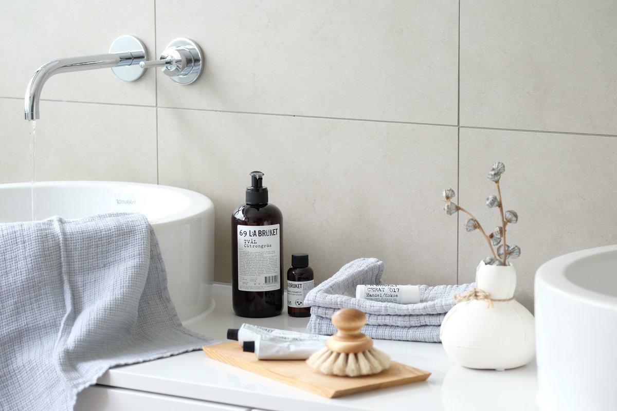 Nat rlich sch ne accessoires f r ein wohnliches badezimmer for Bad dekorieren tipps