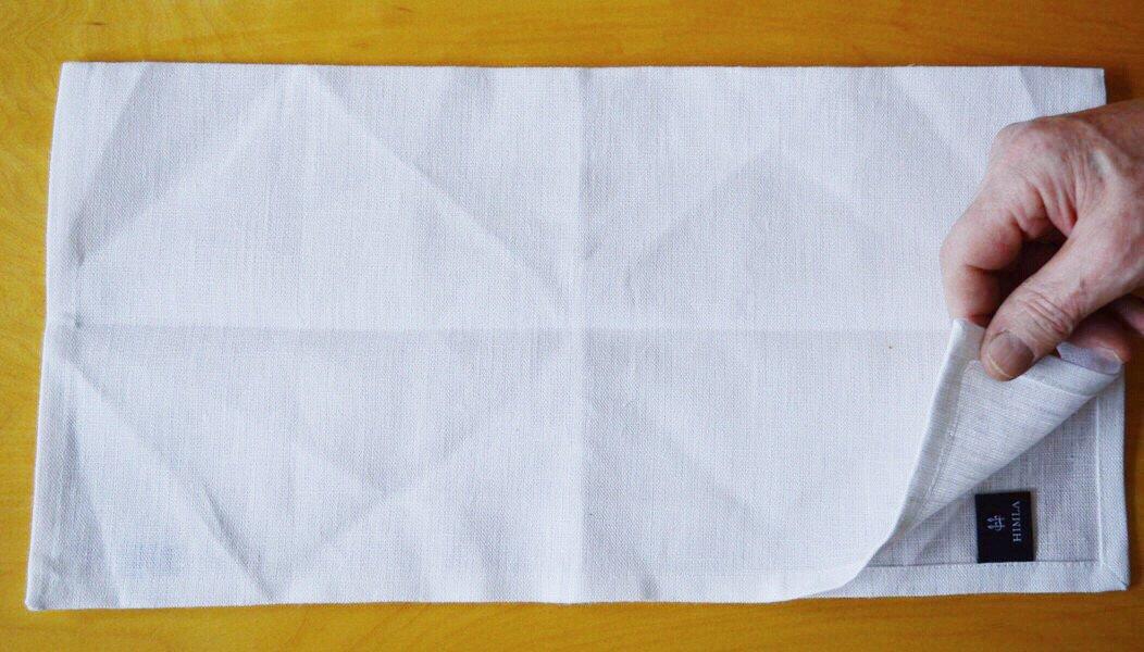 servietten falten anleitung osterhase aus papierserviette. Black Bedroom Furniture Sets. Home Design Ideas