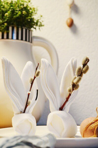 tischdeko f r ostern anleitung f r gefaltete hasen servietten von lucie. Black Bedroom Furniture Sets. Home Design Ideas