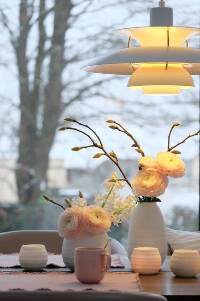 Tischdeko Mit Vasen Und Ph 5 Lampe ...