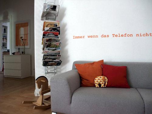 Wohnideen wohnzimmer zeitschriften aufbewahren for Wohnideen wohnzimmer wand