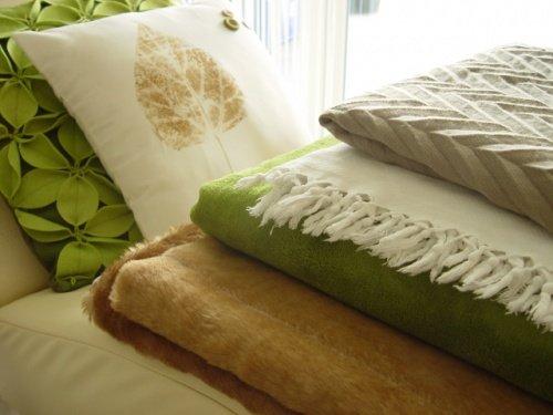 kissen bedrucken mit stempeln oder spr hfarbe. Black Bedroom Furniture Sets. Home Design Ideas