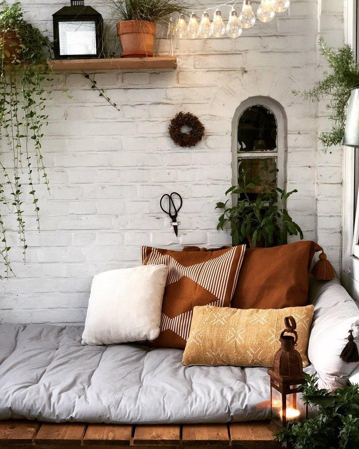 diy anleitung in 3 schritten zur traumhaften sitzecke auf dem balkon von 54 n. Black Bedroom Furniture Sets. Home Design Ideas