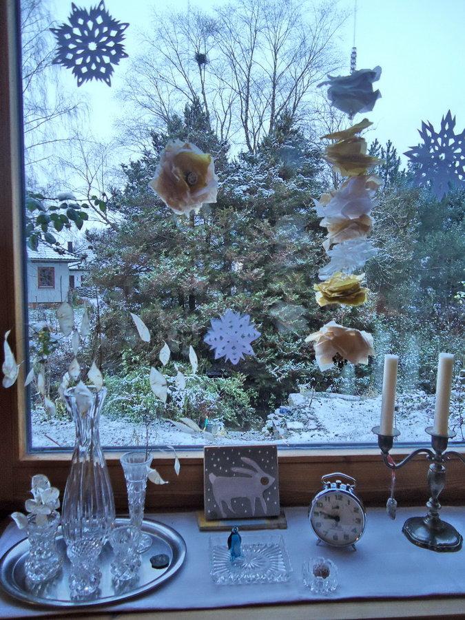 weihnachtlicher fensterschmuck girlanden selbstgemacht. Black Bedroom Furniture Sets. Home Design Ideas