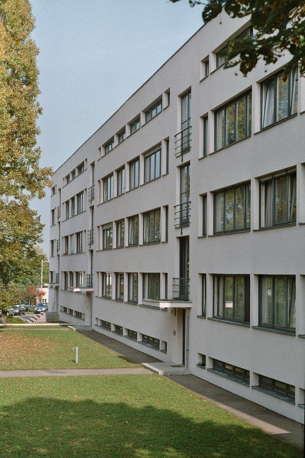 Mies van der rohes mr10 urvater der freischwinger for Neue architektur stuttgart