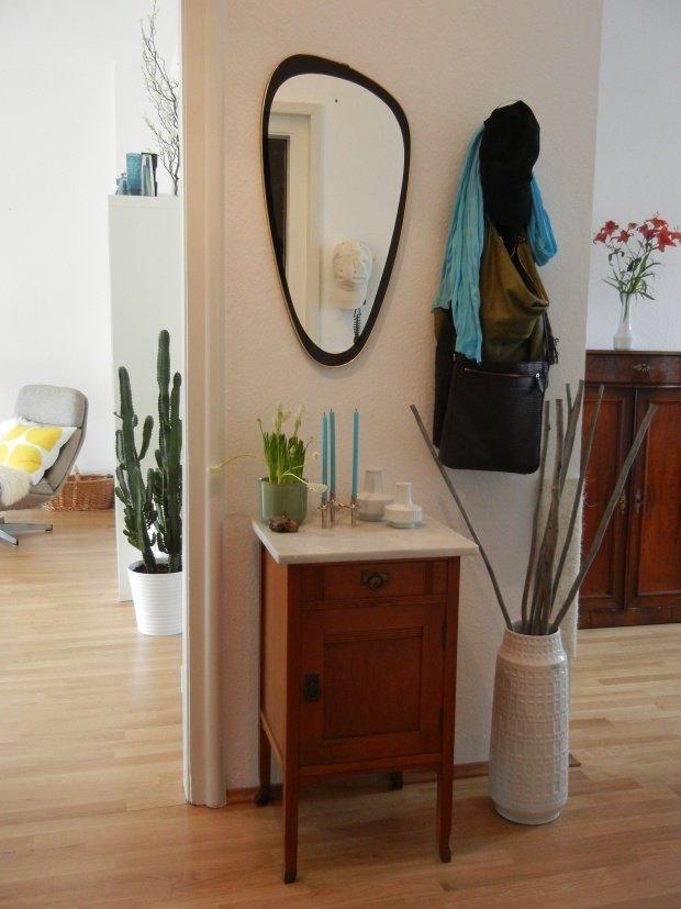 spiegel im flur praktisch und dekorativ. Black Bedroom Furniture Sets. Home Design Ideas