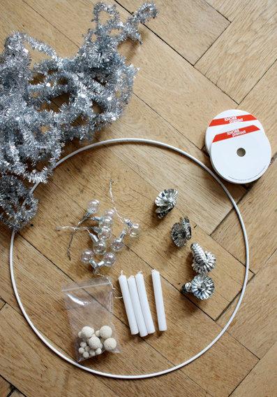 adventskranz von der decke europ ische weihnachtstraditionen. Black Bedroom Furniture Sets. Home Design Ideas