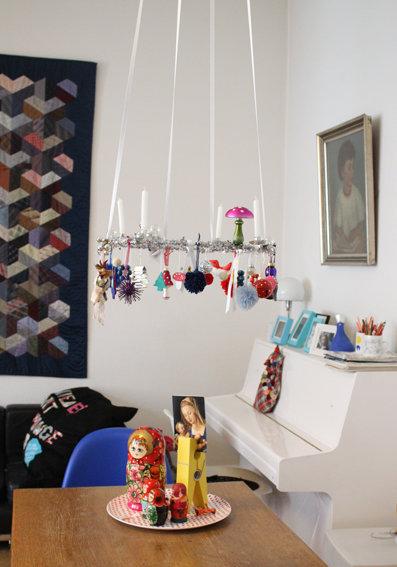 weihnachtsdeko ein schwebender adventskranz. Black Bedroom Furniture Sets. Home Design Ideas