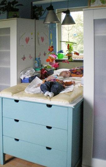 wickelkommode n tzlicher assistent mit geschlossenem stauraum. Black Bedroom Furniture Sets. Home Design Ideas