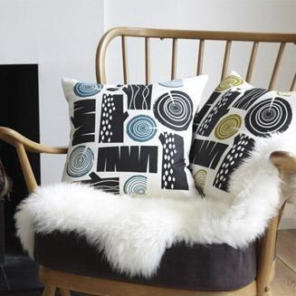 Wohnzimmergestaltung Kissen Und Andere Textilien Machen Einen Raum Erst Richtig Gemtlich Diese Heissen LOGPILE Kosten Jeweils Rund 33 Euro