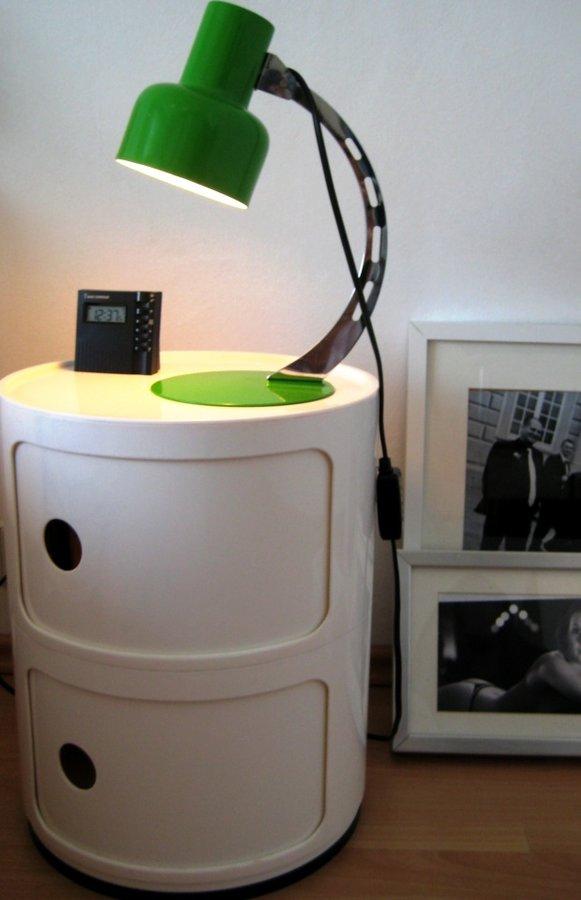 des bettes treuer kompagnon der nachttisch. Black Bedroom Furniture Sets. Home Design Ideas