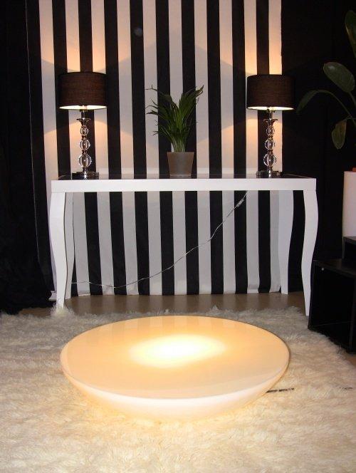 Wohnzimmer Einrichten In Schwarz Weiß: Füru0027s Klassisches Streifenmuster Hat  Sich Dekoprinz Entschieden. (Bild: Dekoprinz)