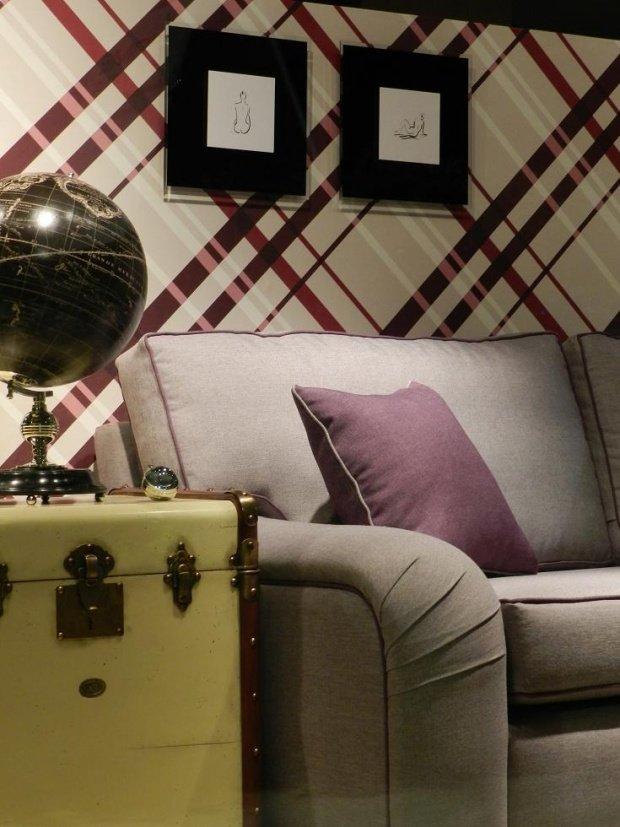 Wohnzimmergestaltung: ...oder Auch Einer Besonderen Tapete! All Solche  Details An Der Wand Hinter Dem Sofa Rücken Das Gemütliche Sitzmöbel  Zusätzlich Ins ...