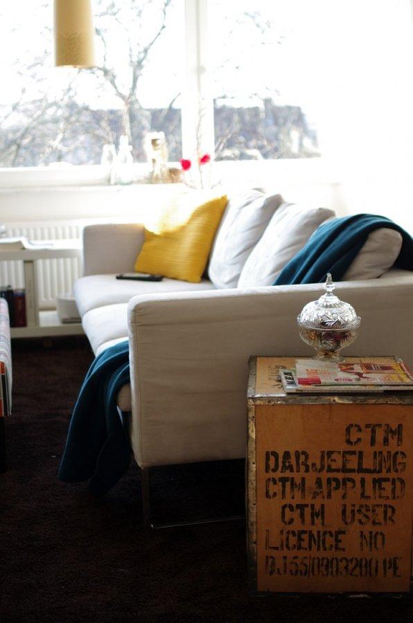 Wohnzimmergestaltung Mit Beigefarbenen Sofas Petrol Und Curry Sind Dezeit Besonders Beliebte Farben Die Auch Zum Sofa Sehr Gut Passen
