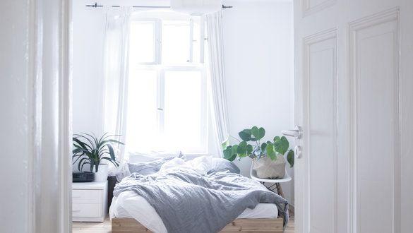 dekorieren mit papier hier ist die einfache falt anleitung f r origami schiffchen. Black Bedroom Furniture Sets. Home Design Ideas