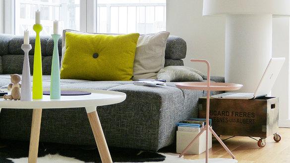Wohnideen mit couchtischen und beistelltischen for Couch und beistelltische