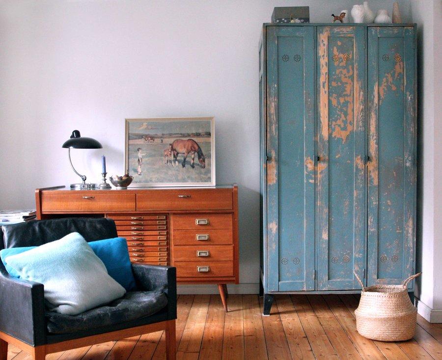der industrie look wohnen mit werkstatt accessoires. Black Bedroom Furniture Sets. Home Design Ideas