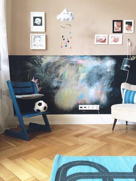 Somit Ist Die Wandbemalung Hier Ausdrücklich Erlaubt Und Die  Kinderzimmerwand So Immer Wieder Neu! Tafelfarbe Gibt Es In Vielen  Verschiedenen Farben Und ...