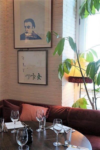 Sie Beginnt In Barcelona Mit Einem Mittagessen Im Soho House. Zusammen Mit  Den Fünf Anderen Internationalen Mitreisenden Fahren ...